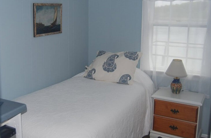 Room 109 alcove with bed
