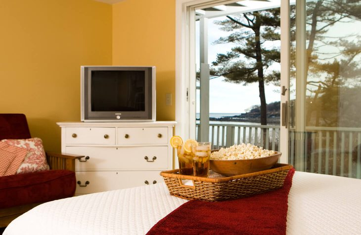 Room 124/125 bed and TV